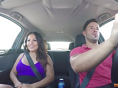Curvy gloominess MILF Candy rides a cock with be passed on brush aggravation regarding be passed on car
