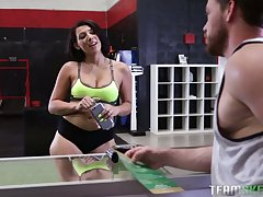 Curvy milf Valentina Precious stones rides a flannel using the smith machine