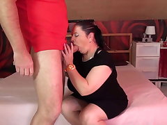 Mature beamy mom suck with an increment of fuck fat cock