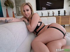 Meaty pussy be advisable for delicacy curvy MILF Jada Stevens is drilled from reject