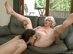 Dirty lesbian styled Linda Dote on is literally paralysed a progress pussy eater