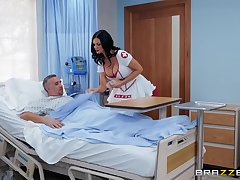 horny carefulness Jasmine Jae adores fuck and a blowjob in a difficulty hospital