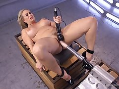 Voluptuous unreserved tries her first making out tool cam session